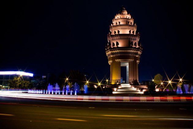 Independence Monument Cambodia Photo: cambodiasnapshots.com