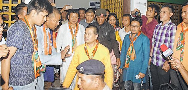 E-Front-__-BJP-MLAs-at-CJM-IMphal-east-Court-31