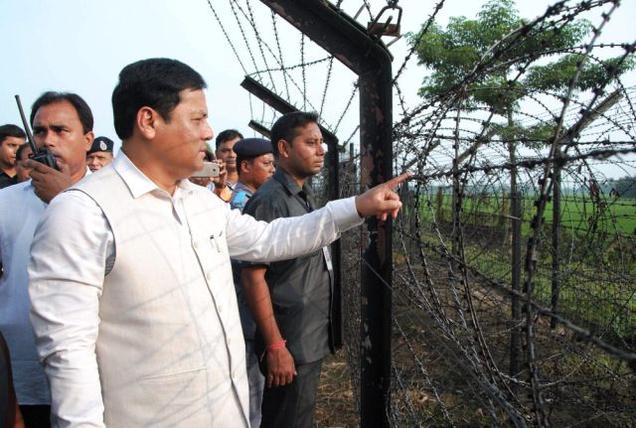Chief Minister of Assam Sarbananda Sonowal inspecting Indo-Bangla border area at South Salmara in Mankachar on Friday. Photo: PTI