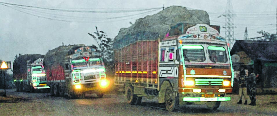 efront-1___trucks-stranded-at-mao