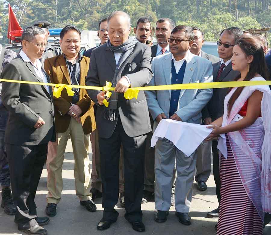 Chief Minister O Ibobi Singh inaugurates Food Processing Park at Nilakuthi, Imphal East on Monday.